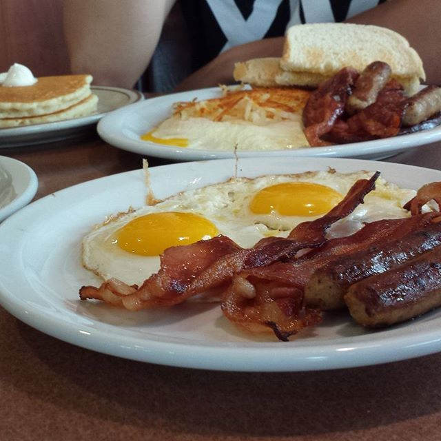 UNITED STATES: Breakfast foods vary widely from place to place, but typical options include eggs, pancakes, bacon, or cereal.